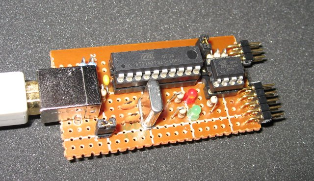 The completed USBtinyISP circuit